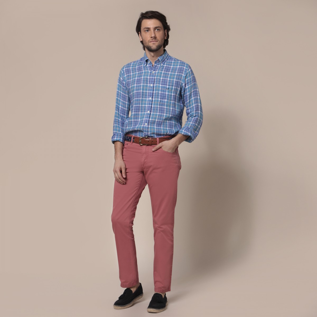 Pantalon 5 Pocket Calce Recto Twill Soft Liviano Teñido en Prenda.